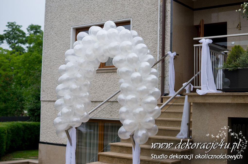Dekoracja balonowa przed domem