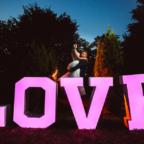Duży świecący napis LOVE